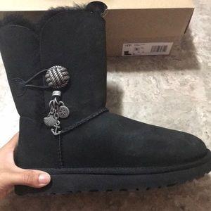 Authentic brand new!! UGG black on black